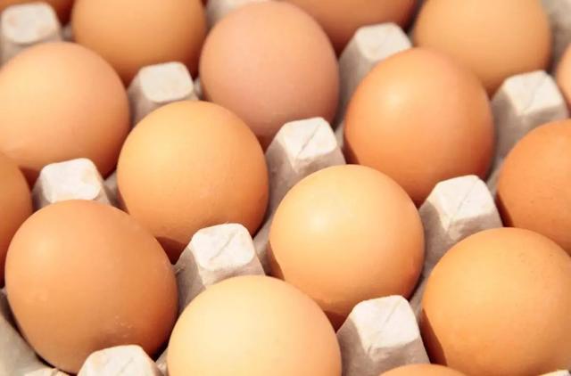 价格跌到2.8元,为何鸡蛋的价格那么低?